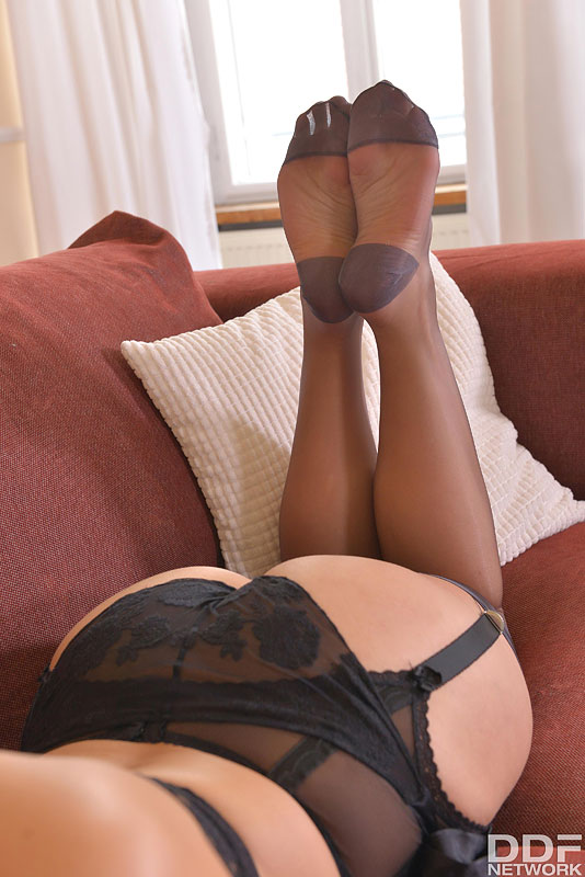 Miss Vittoria Dolce in Stockings loves footjobs