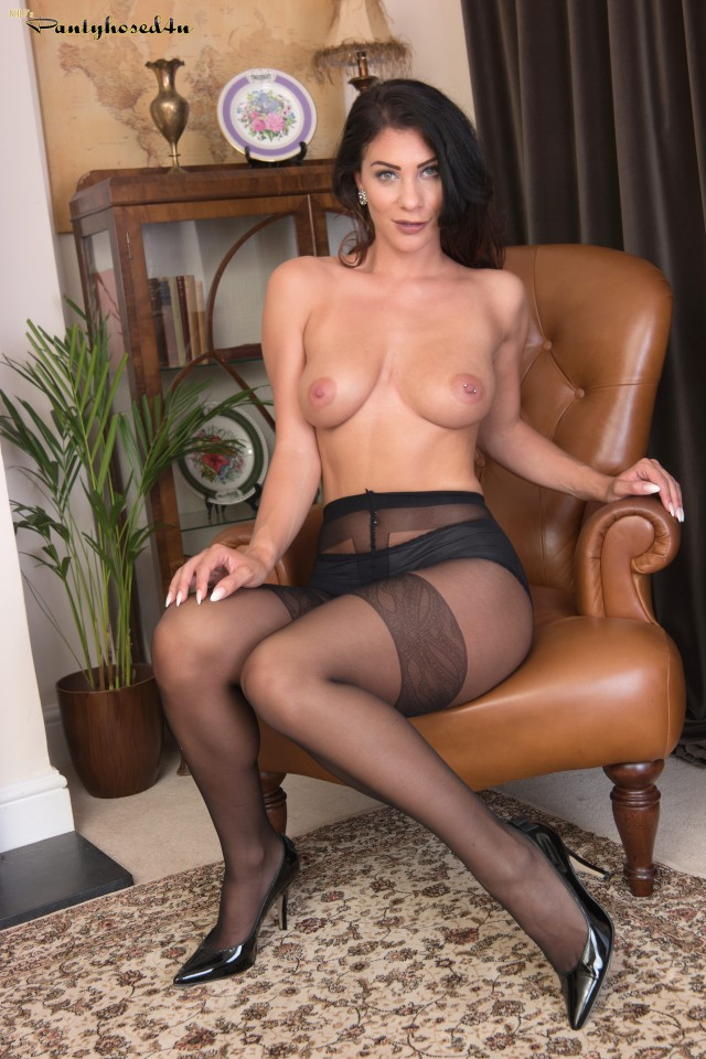 Roxy in black pantyhose