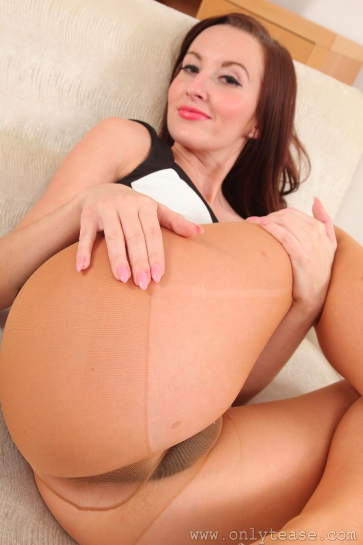 Sophia Smith in Ripped Suntan Pantyhose
