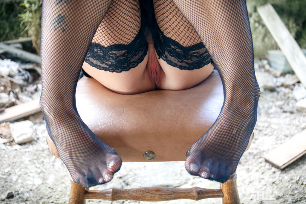 Squirting in fishnet stockings