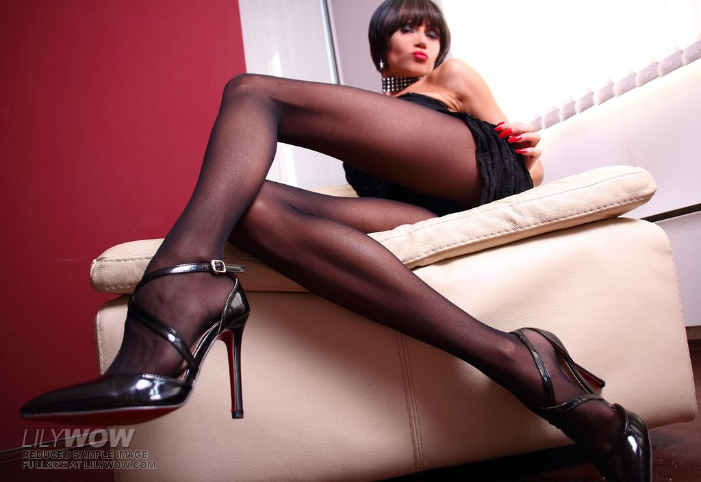 LilyWOW in Sexy Black Pantyhose