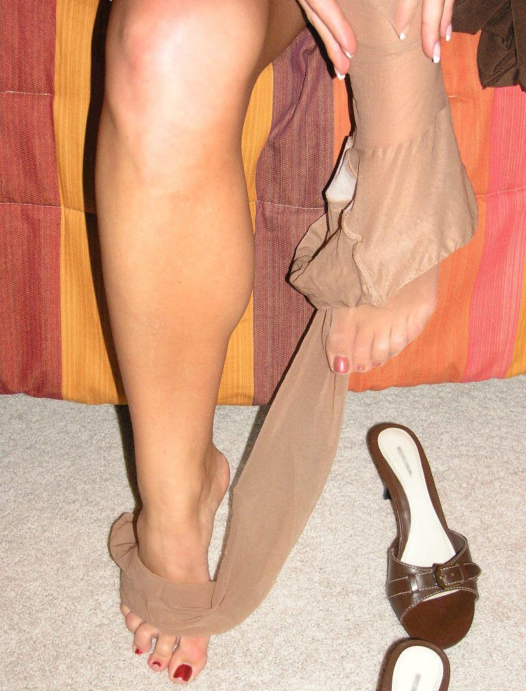 Sheer Suntan Pantyhose Legs and Feet in Sexy Heels