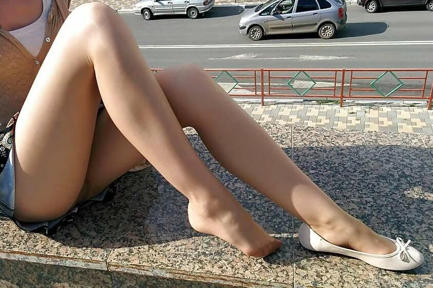 Pantyhose Legs and Pantyhose Feet